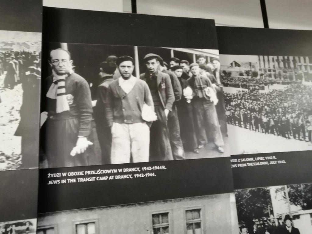 Евреи перед уничтожением.