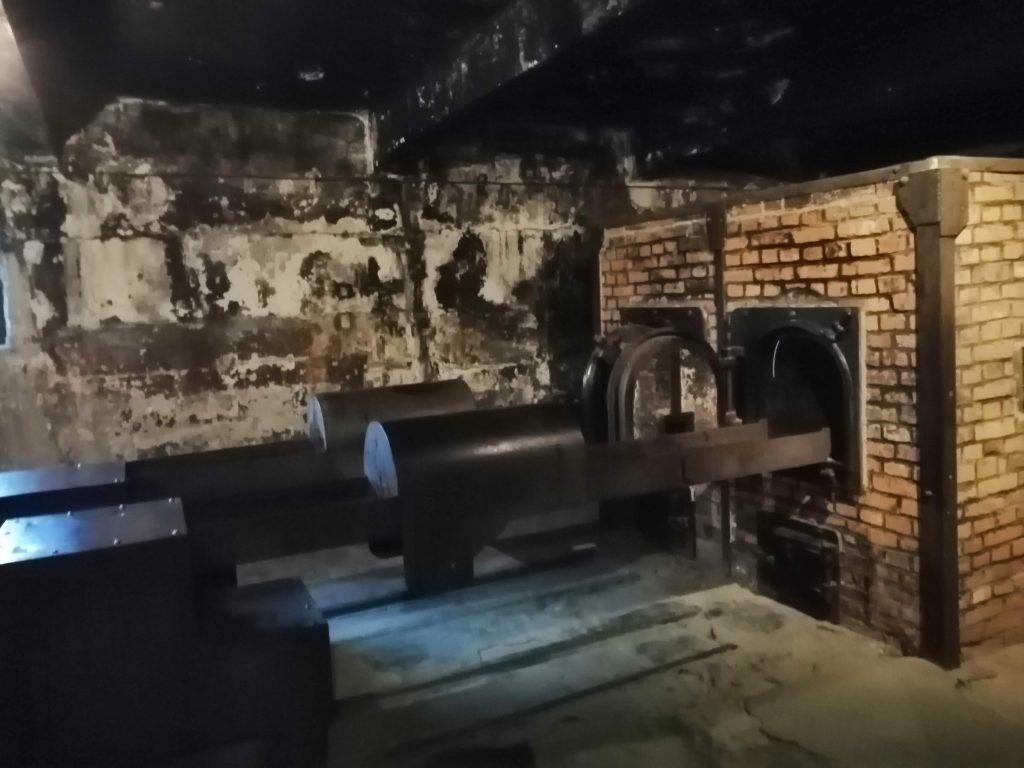 Печь в которой сжигали людей. Крематорий в Освенциме.