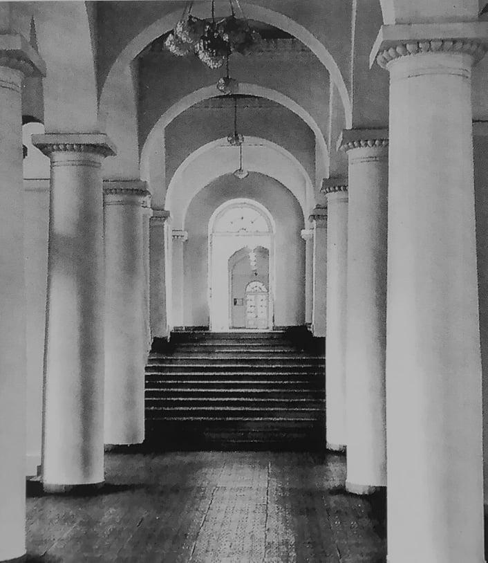 Вестибюль киевского университета