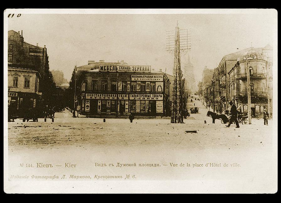 Думская площадь в Киеве. Когда проводятся экскурсии по Киеву - часто вспоминается и она.