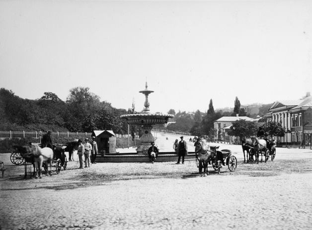 """Фонтан """"Іван"""" на Європейській площі. Фото Франца Мезера"""
